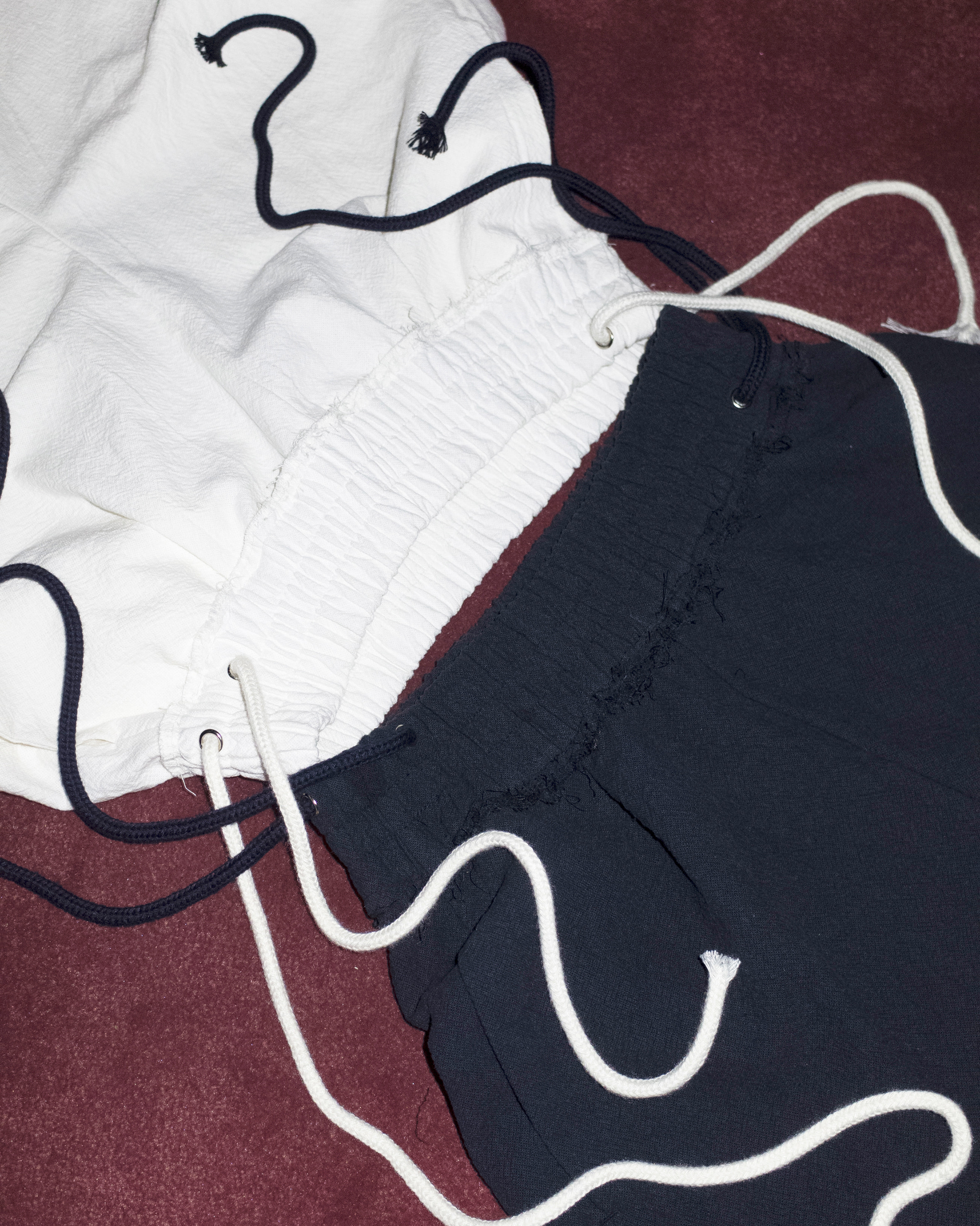 raw cut pants (white/navy)